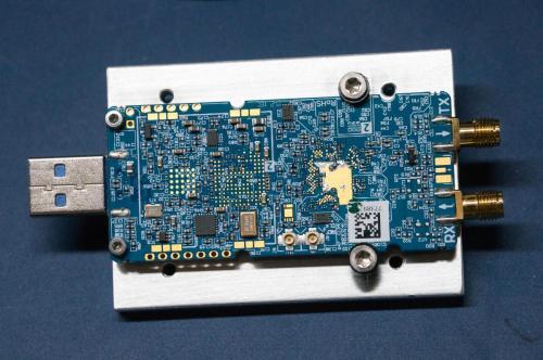 LimeSDR für Gehäuseeinbau auf ein Montage/Kühlblech montiert