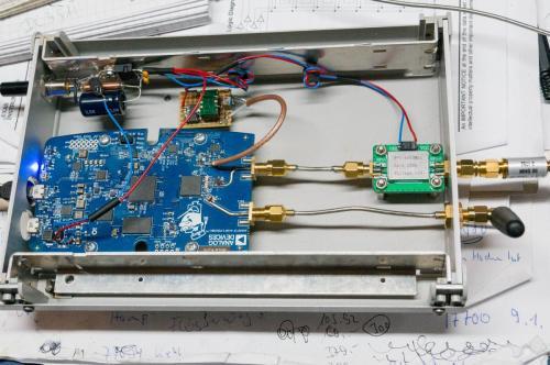 PlutoSDR in ein Metallgehäuse umgezogen, auf externe Stromversorgung umgestellt und 40MHz Quarzofen 10ppb  Geschlossenes Gehäuse